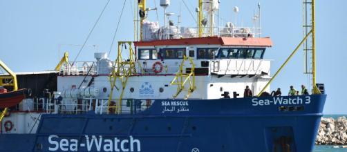Sea Watch e Sea Eye, la risposta di Malta a Di Maio: ''Valutare fatti prima di fare dichiarazioni pubbliche, Italia partecipi a ricollocamenti''.