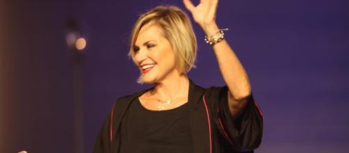 Simona Ventura lascia Mediaset: Barbara D'Urso e Belen Rodriguez in lizza per Temptation Island Vip.