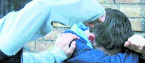 Terni, ragazzo aggredito con un compasso da un compagno di scuola | ilmessaggero.it