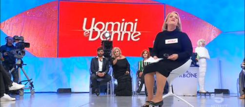 Anticipazioni Uomini e Donne trono over: Angela lascia la trasmissione
