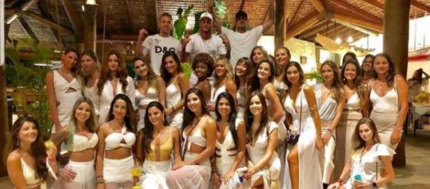 Amiga de Neymar sai em defesa do jogador em foto com 26 mulheres (Reprodução: Instagram)