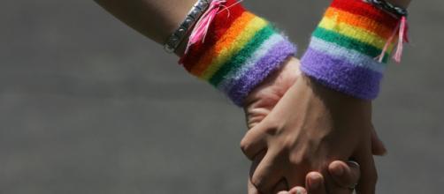 Insulti omofobi in un bar di Ascoli Piceno