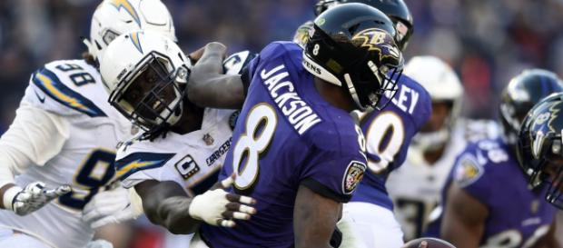 Los Chargers mantuvieron seca a la ofensiva de los Ravens por casi todo el partido www.flipboard.com