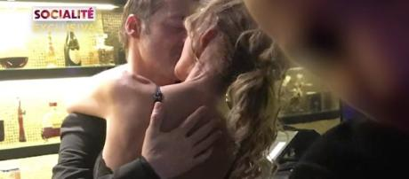 Hugo Castejón y Lara Dibildos, a besos en una discoteca