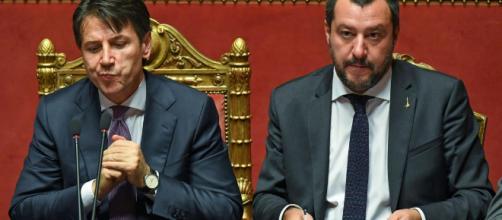 Conte pronto ad accogliere i migranti ma Salvini frena