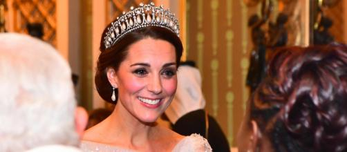 Kate Middleton corona vestito bianco