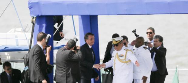 Bolsonaro comparece a solenidade de passagem do comando da Marinha. Foto: Jorge William / Agência O Globo