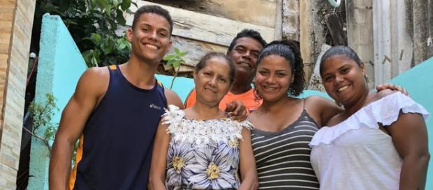 Danrley ao lado da família (Reprodução Luana Ferreira/Gshow)