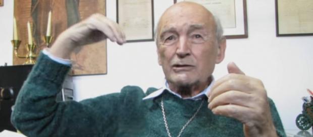 Padre Quevedo morre aos 88 anos (Foto:Tonyaxl/Wikimedia Commons/Reprodução/Veja)