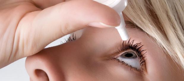 Pomata per l'impotenza per la cura dell'occhio secco: donna in ospedale