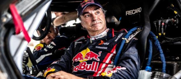 Retraso de tres horas para Carlos Sainz en el Dakar