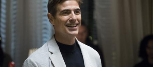 Reynaldo Gianecchini próximo de um romance. (Reprodução/TV Globo)