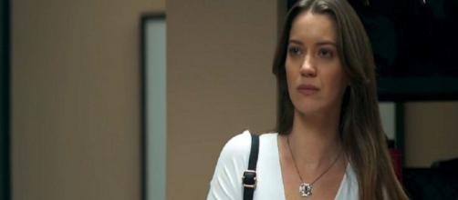 Fabiana é humilhada pelos fãs de Vivi. (Reprodução/TV Globo)