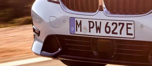 Auto con targa straniera: giro di vite previsto dal nuovo Dl Fisco.