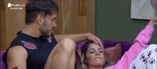 Hariany e Lucas se beijam em 'A Fazenda'. (Arquivo Blasting News)