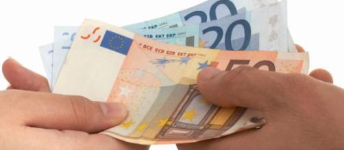 Limite uso contanti, nel decreto fiscale si scende a 1000 o 1500 euro.