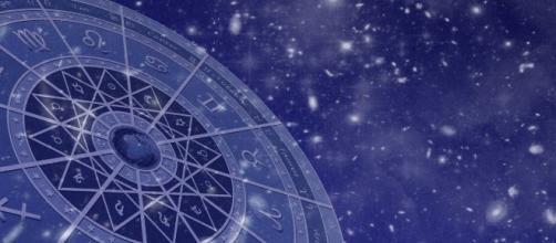 L'oroscopo di sabato 12 ottobre: Mercurio in congiunzione a Scorpione, Gemelli formidabile