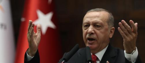 Erdogan minaccia l'Europa e intanto continua l'attacco ai curdi.