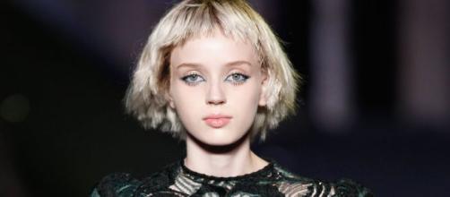 Acconciature capelli corti frangia
