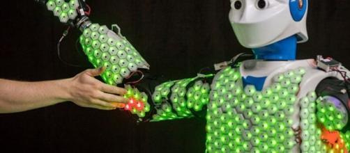 Il robot umanoide h1 con pelle sensibile