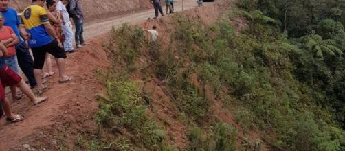 Acidente ocorreu em um trecho de estrada de terra. (Polícia Rodoviária Estadual/Divulgação)