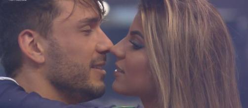 Hariany assume namoro com Lucas. (Reprodução/Record TV)