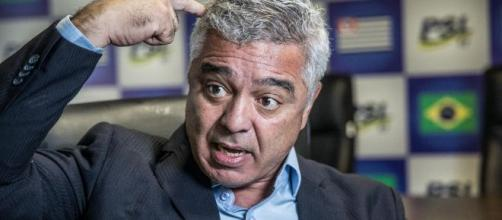 """Major Olímpio cita Tropa de Elite e diz que Carlos Bolsonaro é """"moleque"""" - aquivos Blasting News"""