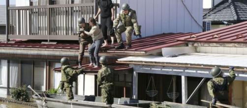 Rescatistas debieron desalojar a muchos residentes refugiados en los techos de sus casas. - el-lorquino.com