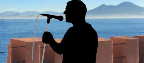 Un misterioso cantante ad un posto al sole