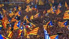Catalogna, scontri tra manifestanti e polizia dopo le condanne ai separatisti: 170 feriti