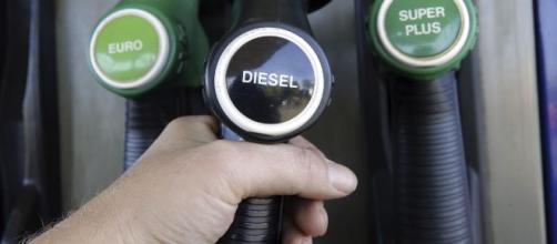 Aumento del prezzo del gasolio, una stangata per le famiglie.