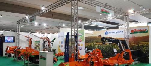 Numerosi mezzi agricoli presenti ad Agrilevante.
