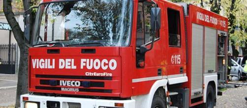 Roma, 64enne incendia la casa e si getta dal balcone, morta