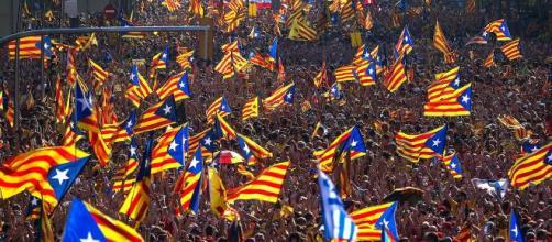 Scontri in Catalogna dopo la condanna di 12 leader indipendentisti