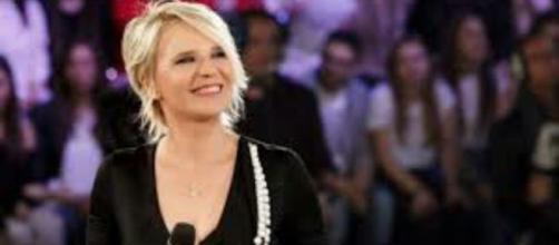 Amici Celebrities, spoiler del 16 ottobre: tra gli ospiti Irama, Maria De Filippi quarto giudice