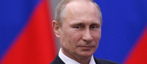 Il Presidente russo Putin espande la sua sfera di influenza nel conflitto in Siria grazie anche al ritiro americano