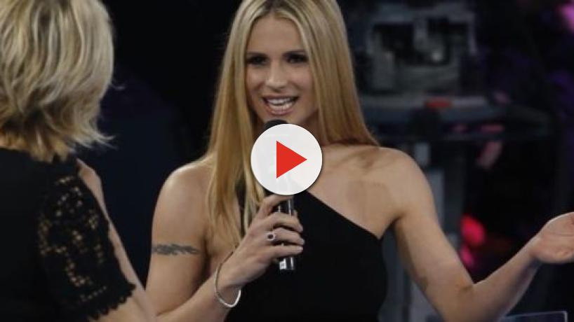 Amici Celebrities, la De Filippi ruba la scena a Michelle Hunziker: il pubblico protesta