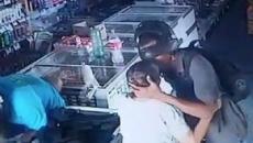 Assaltante beija idosa na testa ao recusar seu dinheiro durante roubo a loja no Piauí