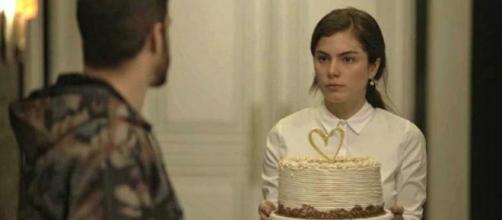 A ex-noviça quer ameaçar o amor de Rock e Joana. (Reprodução/TV Globo)