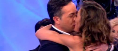 Spoiler Uomini e donne, registrazione 17 ottobre: Ida e Riccardo si baciano