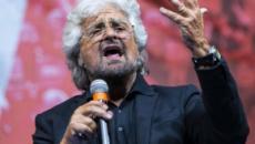 Grillo propone di togliere il voto agli anziani, bufera social: 'Ricoveratelo'