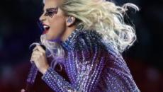 Lady Gaga sufre una caída en un concierto en Las Vegas
