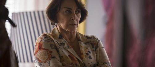 Evelina irá descobrir os crimes de Josiane, mas vai defender a neta. (Reprodução/Rede Globo)
