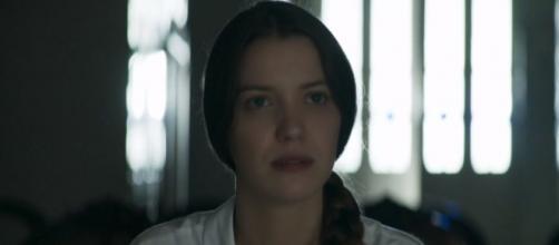 Fabiana será expulsa da fábrica por Maria e Amadeu. (Reprodução/Rede Globo)