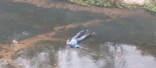 Manequim em rio é confundido com cadáver. (Arquivo Pessoal)