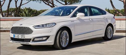 Mondeo Vignale Hybrid: silenzio, parla l'elettrico Ford - motor1.com
