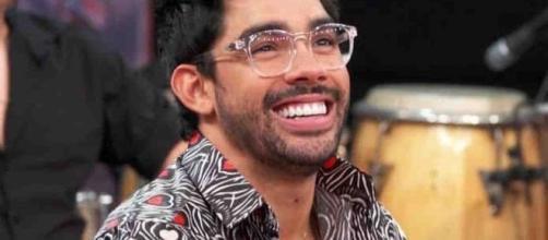 "O cantor Gabriel Diniz, famoso pelo hit ""Jenifer"". (Arquivo Blasting News)"