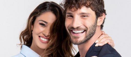 Belen Rodriguez e Stefano De Martino: fuga romantica in un posto top secret, Santiago coi nonni.