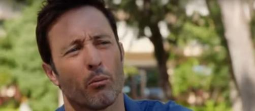 "Steve (Alex O'Loughlin) has a talk with Eddie to prompt him to ask the vet on a date on ""Hawaii Five-O."" [Image source:SpoilerTV-YouTube]"