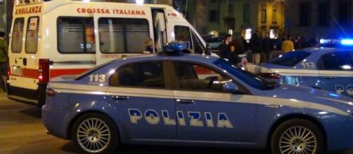 Torino, tenta di uccidere la sua compagna per strada con un pezzo di vetro: donna ferita gravemente alla gola.
